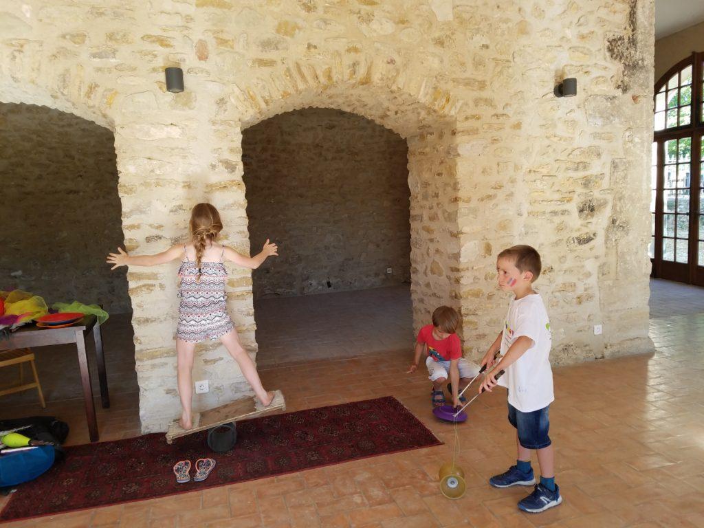 Cours de jongleriethérapie® et équilibre pour enfants dans le 84